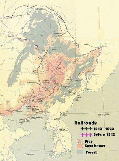만주국의 철도 건설 현황과 곡물별 수확지를 보여주는 지도.
