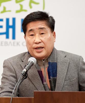 김호규 사외이사(사진, 출처: 태백시)는 150억 기부안을 주도했다.