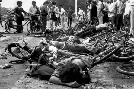 중국 천안문 6.4 항쟁(1989)은 중국 공산당의 무력 진압(사실상 대학살)으로 끝났다.