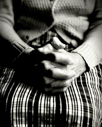 할머니 손 기도