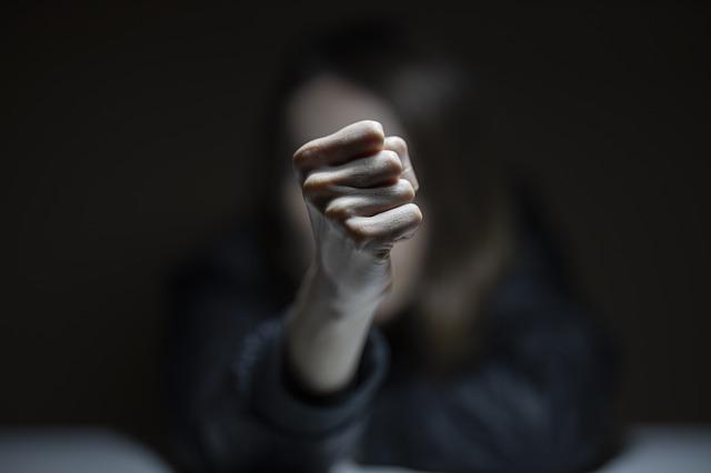 여성은 왜 '주먹' 대신 '따돌림'을 선택하는가?