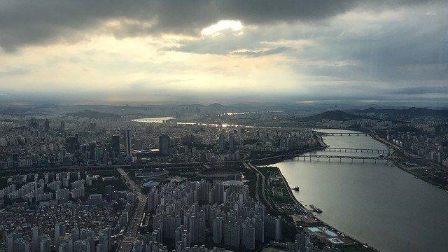 문재인 정부는 (서울) 집값을 잡을 수 있을까? 많은 전문가들은 비관적이다.