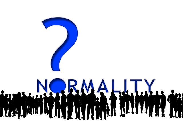 왜 '멀쩡한' 사람들, 평범한 사람들이 그런 사이비 종교에 빠지는 걸까? 어쩌면 '평범'이라는 딱지는 그저 다수의 무관심이나 외면은 아니었을까?
