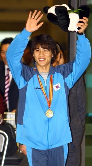 2005년 세계선수권대회 우승 후 입국 당시 공항에서