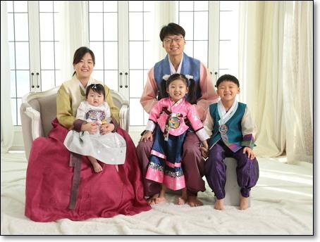 최석재 실장은 눈에 넣어도 아프지 않을 세 아이의 아빠이자 사랑하는 아내의 남편이다.