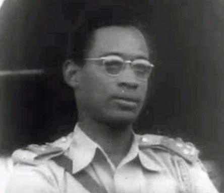 모부투(당시 대령)는 1960년 9월 카사부부 대통령의 지원 아래 쿠데타로 실권을 장악해 일시적으로 카사부부에 정권을 이양했지만, '65년 다시 쿠데타를 일으켜 정권을 장악하고 스스로 대통령이 됐으며, 천문학적인 부정 축재(약 50억 달러 규모로 추정)로 콩고를 경제 파탄에 몰아넣는다.