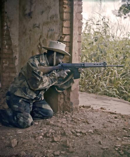 카탕가는 1960년 7월 11일 로오포드빌 콩고에서 독립을 선포했고, 콩고는 내전 상황에 돌입했다. (사진은 1961년 당시 카당가 소년병의 모습)