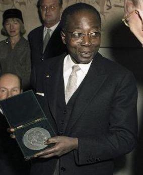세네갈의 제1대 대통령 레오폴 세다르 상고르(Léopold Sédar Senghor, 1906년 10월 9일 ~ 2001년 12월 20일, 출처: 위키미디어 공용)