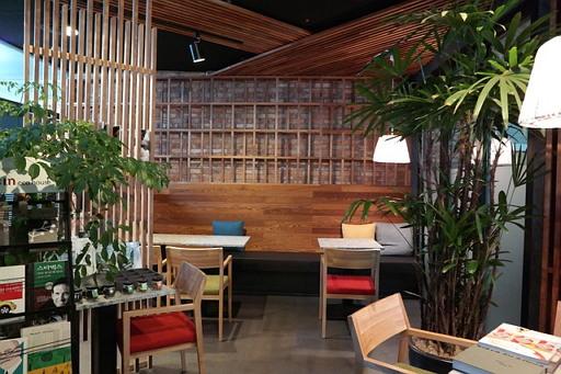 많은 청년들에게 '카페'는 도서관보다 친근한 공부 공간이다.
