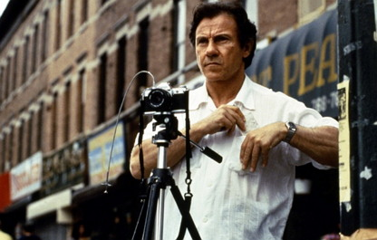 폴 오스터의 단편 소설('오기 렌의 크리스마스 이야기)를 원작으로 하는 웨인 왕 감독의 영화 '스모크'(1995). 주인공 오기는 매일매일 정해진 그 시간, 그 공간에서 거리의 풍경을 기록한다.