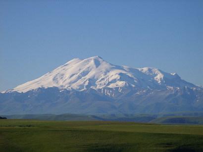 유럽의 최고봉(5,642 m), 엘브루스산