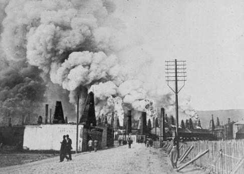 바쿠 지역 유전에서 불과 연기를 뿜어내는 모습 (1875 - 1900, 작자 미상)