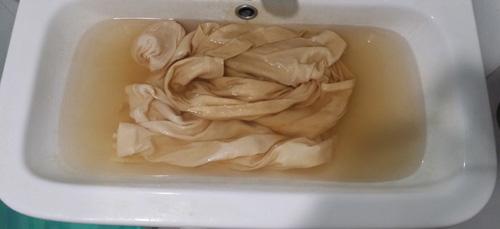 수돗물 배관 부식에 의한 섬유 황변